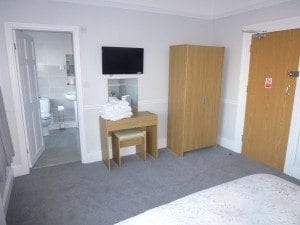Double room, view to en-suite